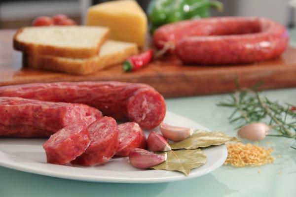 Linguiça de carne suína e bovina defumada - Mista