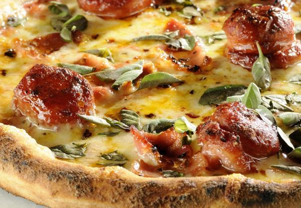 Pizza de Linguiça defumada Belchior